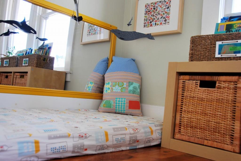 Montessori una habitaci n diferente room room beb for Espejo y barra montessori