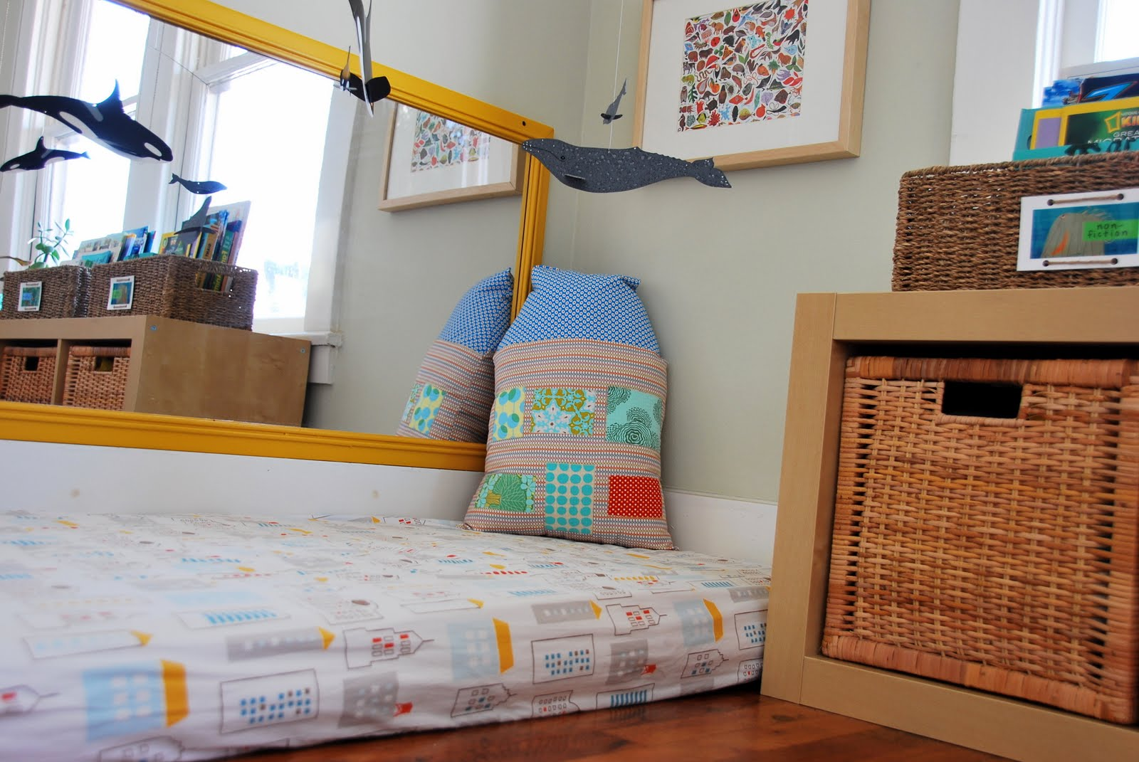 Montessori una habitaci n diferente room room beb for Espejo montessori
